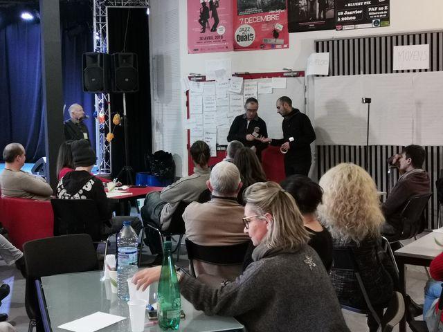 réunion conférence lors de la privatisation de la salle spectacle Le Quai par une association caladoise