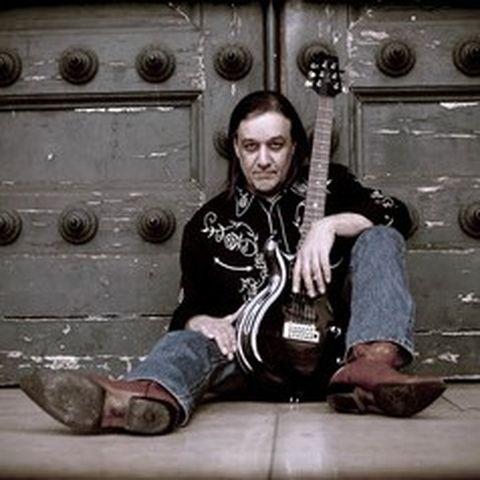 Neal Black est un des artistes de Blues que nous affectionnons particulièrement il sera en concert à Villefranche sur Saône sur la scène du Quai.