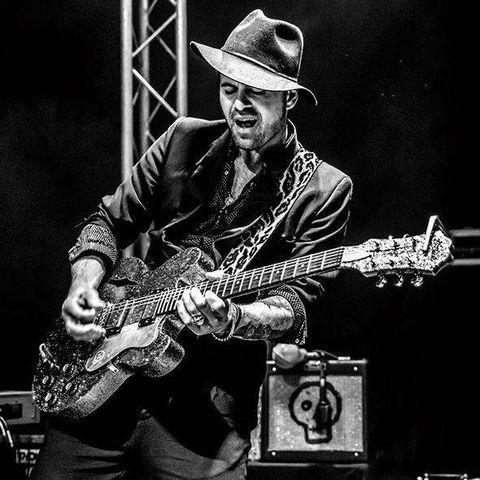 Manu Lanvin, guitariste et chanteur de blues rock en concert, avec en première partie Bluesy Pix