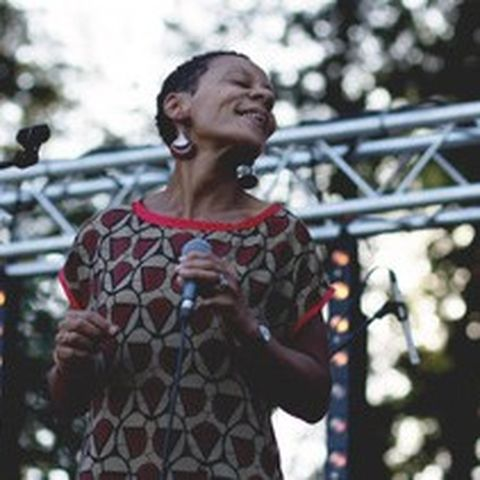 chanteuse du groupe de jazz Moka en concert à Villefranche