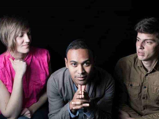 le trio de jazz actuel Iray Jazz Trio en concert dans le jazz club