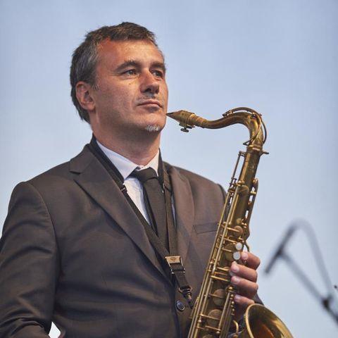 Wihlem Coppey invite David sauzay lors d'un concert jazz dans la salle de spectacle du Quai 472