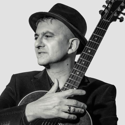 en concert à villefranche Chris LeHache se partage la scène du Quai 472 avec Frédéric Bobin pour une soirée chanson française