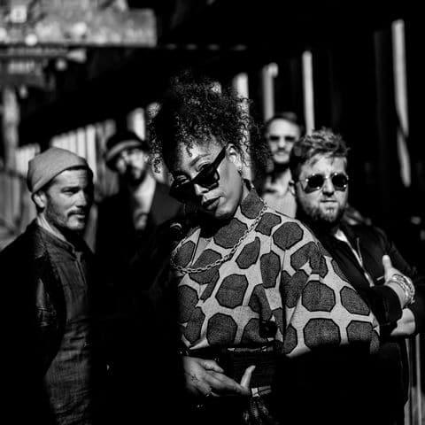 les musiciens de Lyon et la chanteuse Hawalibèrent des inspirations jazz, broken beat, soul ou encore disco