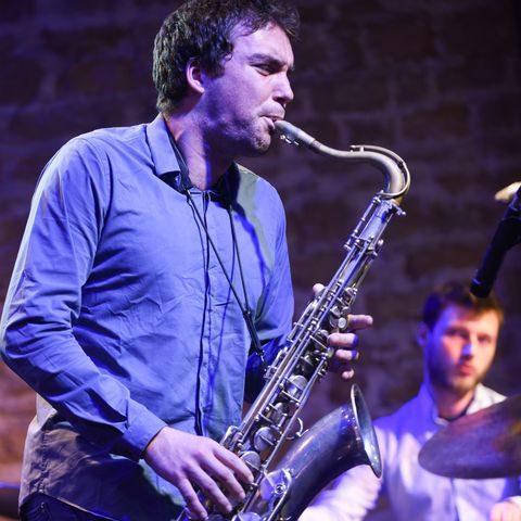 saxophoniste en concert lors du Jazz Day à Villefranche